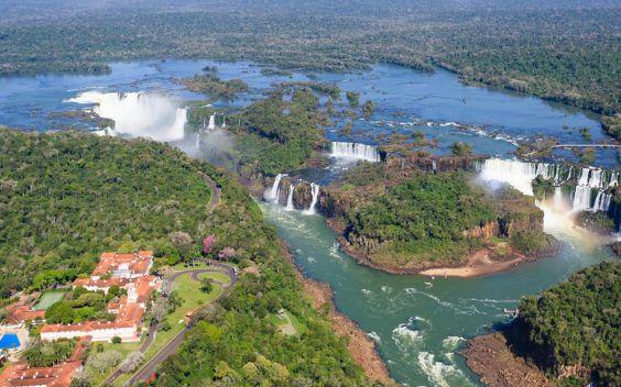 Visit Puerto Iguazu on bus with AndesTransit