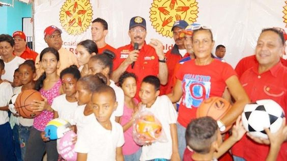 Alcaldía Bolivariana de Vargas dona kits deportivos para Las Tucacas