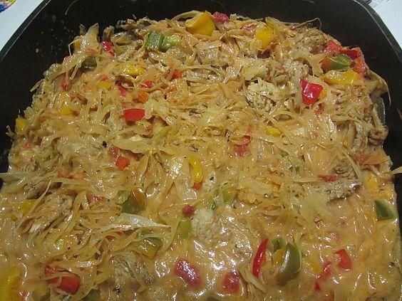 Zutaten    400 gHähnchenbrustfilet(s)  2 EL  Gyrosgewürz  2 Knoblauchzehe(n)  Salz  Pfeffer  Curry  etwasOlivenöl zum Anbraten  ...