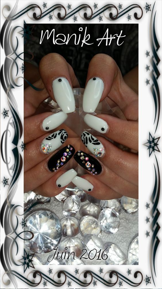 #nail #nailart #gelnail #design #white #black #blingbling