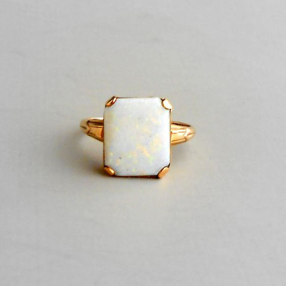 Minimal is timeless... Art Deco Opal Ring. Rectangular Stone. 10K Gold. by pinguim.