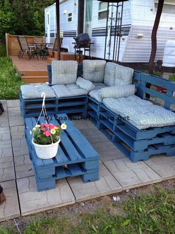 Mueblesdepalets.net: Juego de mesa y sofá con chaise-long hecho con palets enteros