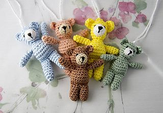 This small teddy bear can be used as a small toy, as a luck charm on the children's school bag, hang on your handbag (it does on mine!), or you can do this one just for fun!