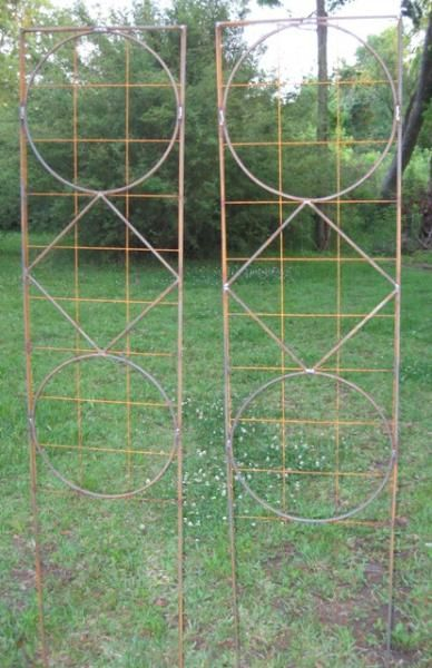 Rebar trellis idea this might work for pretty fencing to for Pretty fencing ideas