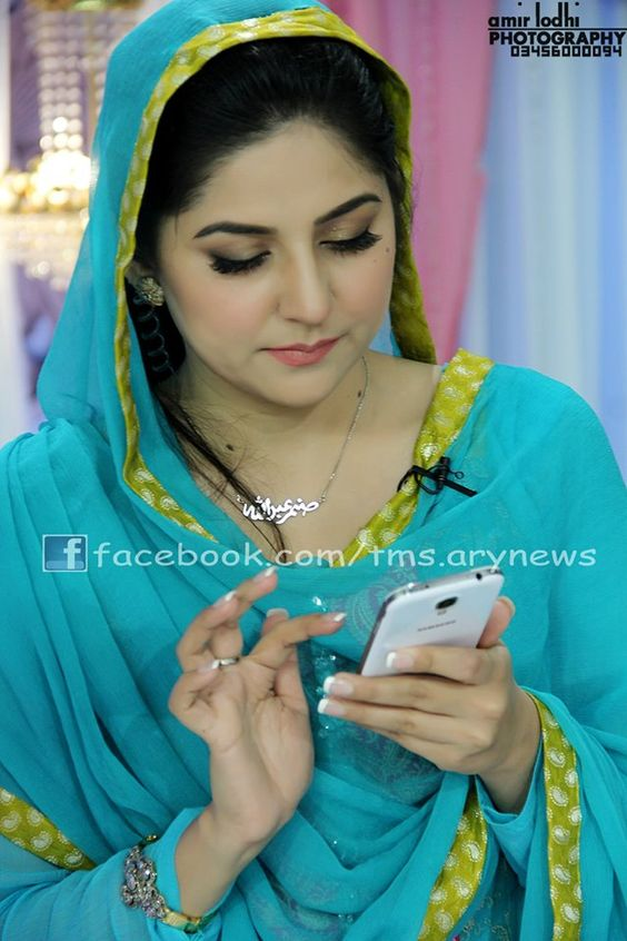 Sanam Baloch Birthday Picture On Her Show 13.jpg (640×960)