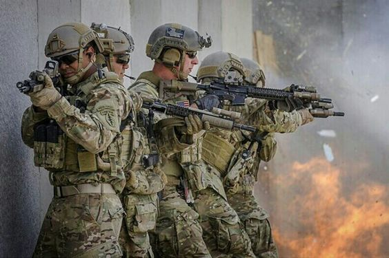 US Special Forces Green Beret. Military hobby blog: http://zimhangmen.tumblr.com/