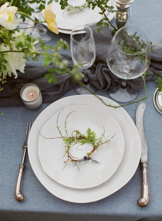 Photography : Stacy Bauer Photography Read More on SMP: http://www.stylemepretty.com/maryland-weddings/annapolis/2016/06/30/an-inspiration-shoot-where-old-world-charm-meets-modern-style/