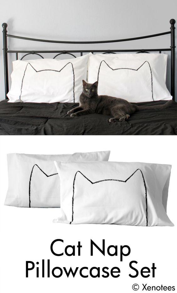 Chat sieste Pillow Case Set, dortoir unique décor couples, taies d'oreiller catnap, oreillers Dame folle de chat, cadeau d'anniversaire de coton, cadeau pendaison de crémaillère par Xenotees sur Etsy https://www.etsy.com/be-fr/listing/105736314/chat-sieste-pillow-case-set-dortoir