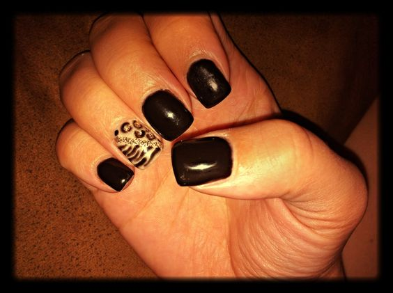 Leopard/zebra print gel nails