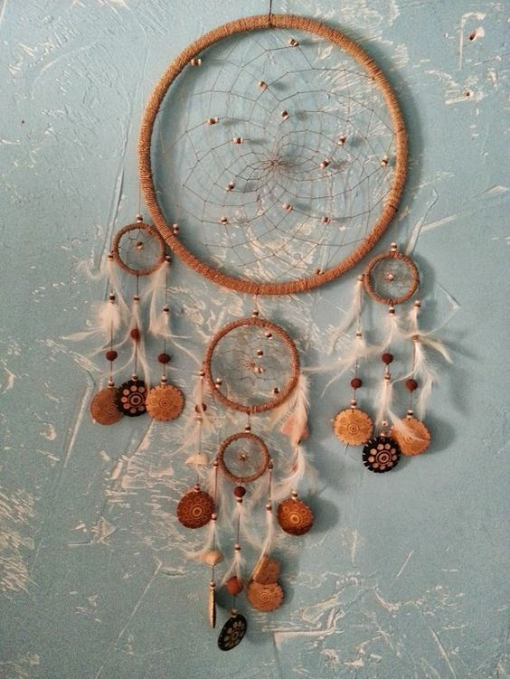 http://www.nature-magique.com/au-dela-des-5-sens/dreamcatcher/dreamcatcher-attrapeur-de-reves-5-cercles-naturel-beige.html