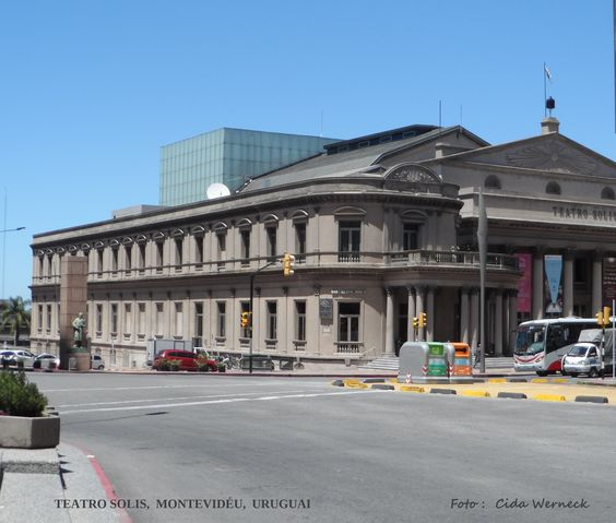 TEATRO SOLIS em Montevidéu, Uruguai. O nome homenageia o descobridor do Rio da Prata, Juan Dias Solis. Foto : Cida Werneck