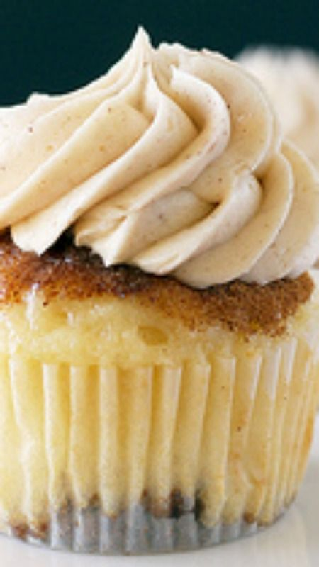 Coffee Cake Snickerdoodle Cupcakes Recipe ~ soft, buttery streusel bottom,  rich vanilla cupcake, whipped brown sugar cinnamon frosting.