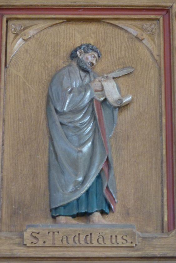 Representación de Judas Tadeo con un rollo en la mano, en alusión a la epístola de Judas que la tradición eclesiástica tendió a atribuirle. Galería de la Iglesia católica de S. Walburga (Gelsdorf, Alemania)