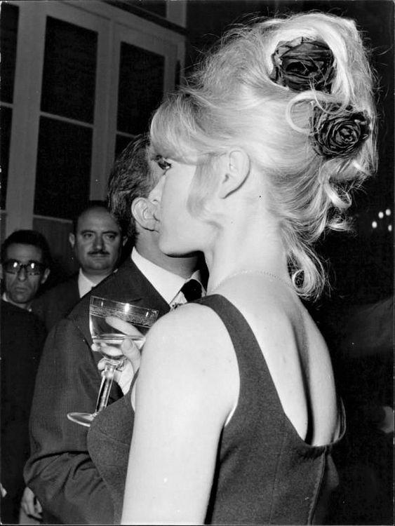 Brigitte Bardot Perfect Hair 1960s Style Flowers In Hair Brigitte Bardot Bridgette Bardot Bridgitte Bardot