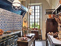 10 Beautiful and Unusual Kitchens