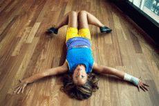 um único conjunto de exercícios para os músculos abdominais e nádegas.