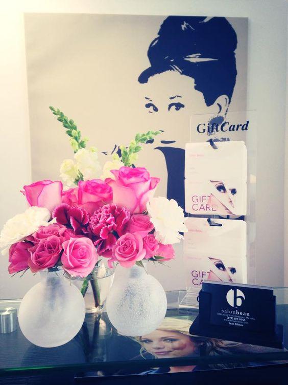 #salon #salonbeau #thesalonbeau #flowers #flowersoftheweek #pink #roses #white #giftcards #greens
