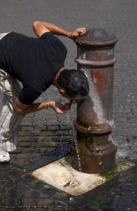 drinking fountains: Bebederos De, Splash Fountains, City Life, 2016 Holiday, Toilets Fountains, Drinking Fountains, Public, Cultures Italy