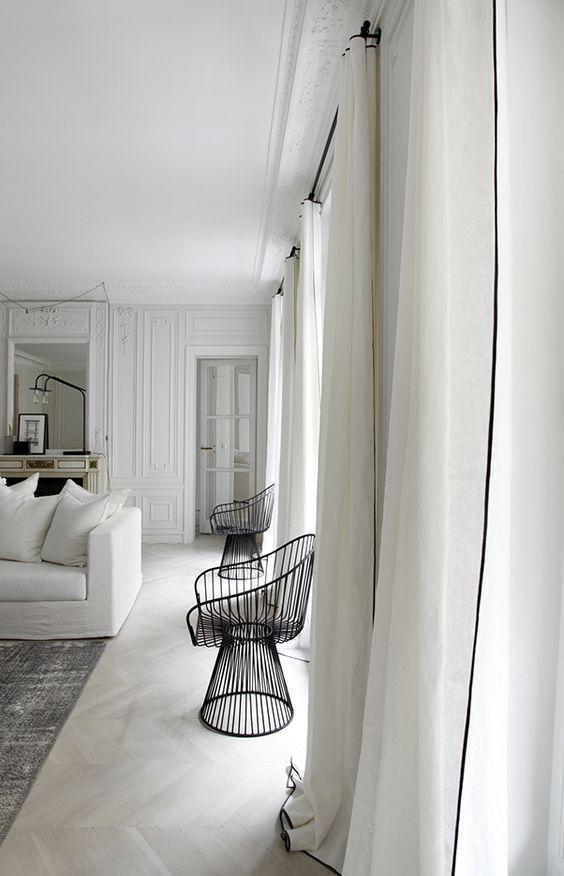 Marcel Renault | LES CURIEUSES Simple , blanc, classique , intemporel