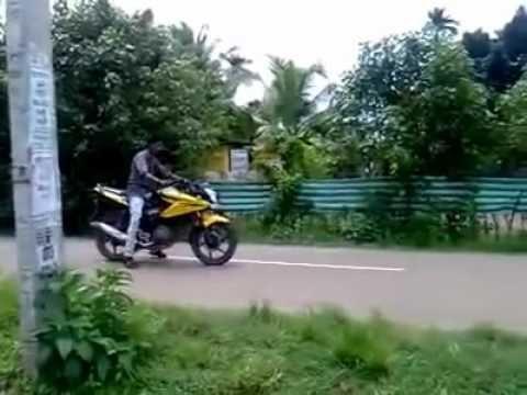 Funny Bike Stunt Accident In Kerala India Avi In 2020 Epic Fail