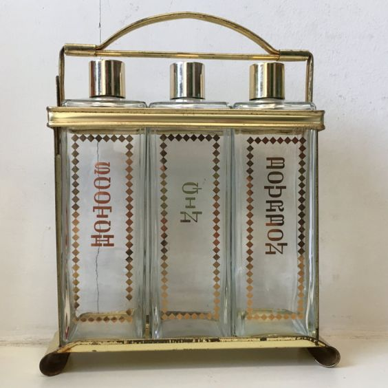 This Brilliant New Website Finds The Best Vintage Furniture In Dc For You Washingtonian Dc Vintage Furniture Furniture Interior