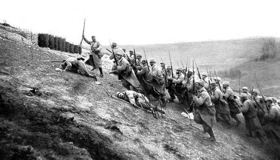 La première guerre mondiale en 19 dates-clés Les commémorations du centenaire de 1914-1918 débutent cette année. Francetv info rafraîchit votre mémoire sur le déroulement de la Grande Guerre - Offensive sur le front de Notre-Dame-de-Lorette, à Ablain-Saint-Nazaire (Pas-de-Calais), le 15 avril 1915.