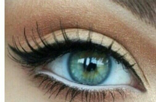 Perfect everyday makeup look! The white eyeliner opens your eyes and makes them look bigger!