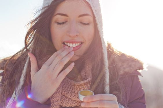 Trocken Lippen selbst behandeln. Mit Ei !? Unfassbar.  #Haut #Lippen #Lifehack #Doityourself