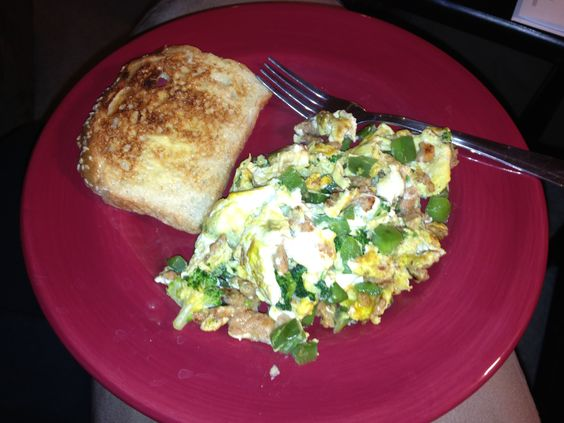 Scrambled eggs w/ chicken sausage, green peppers and broccoli + 40 cal toast. #tuesday #jan8