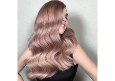 O tom rose gold chegou aos cabelos - e o efeito é incrível