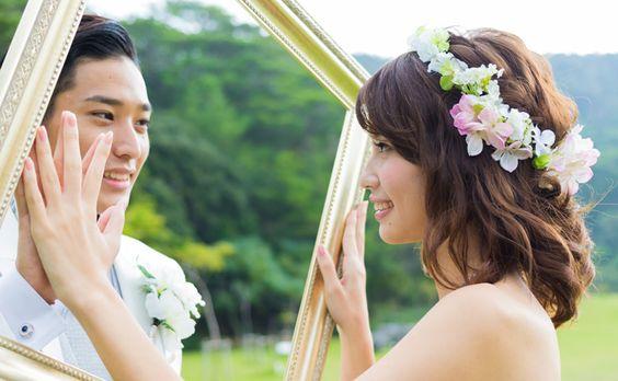 フォトギャラリー|エメラルドオーシャンウェディングで実際に撮影できる結婚写真をご紹介します。リゾート地沖縄でドレスのまま海に入って撮影したり、ビーチに寝転んだりと様々なシーンの撮影が叶います。