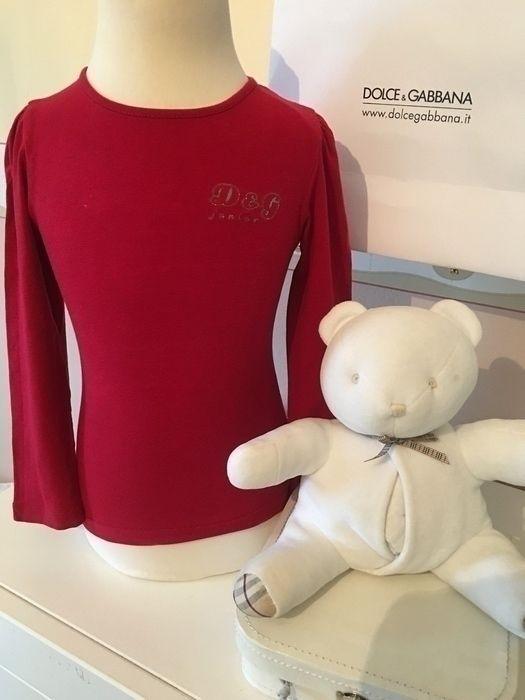 Mein Orig. D&G Junior Shirt Gr.3 Jahre / 98 cm von Dolce & Gabbana! Größe 92 für 19,00 €. Schau´s dir an: http://www.mamikreisel.de/kleidung-fur-madchen/langarmshirts-slash-longsleeves/29531937-orig-dg-junior-shirt-gr3-jahre-98-cm.