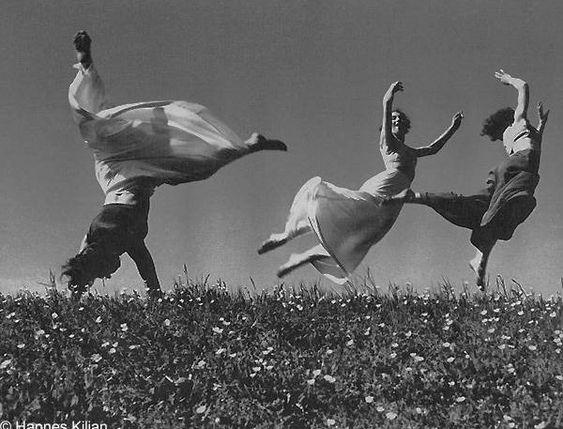 Bewegung    Drei Mädchen 1938 (Movement, Three Girls)    © Hannes Kilian
