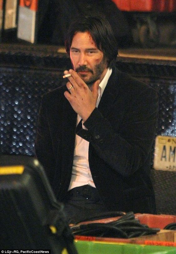 He's smokin! The Sweet November actor looked relaxed as he took some time for himself...