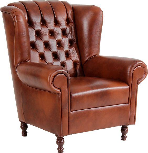 Der Chesterfield-Stil, der im 18. Jahrhundert britische Herrenzimmer zierte, meldet sich mit modern interpretierten Möbelstücken zurück. In gleichmäßigen Abständen werden Knöpfe zum charakteristischen Rautenmuster eingezogen, wodurch auch der verträumte Ohrensessel zum stylischen Hingucker wird.