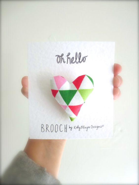 Un petit coeur géométriques Triangle tissu par KatyPillingerDesigns