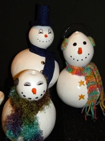 Painted gourd Snowmen...I do not like to fully paint gourds...I think it covers up their natural beauty.  However, I have customers who like their snowmen white....go figure...lol.