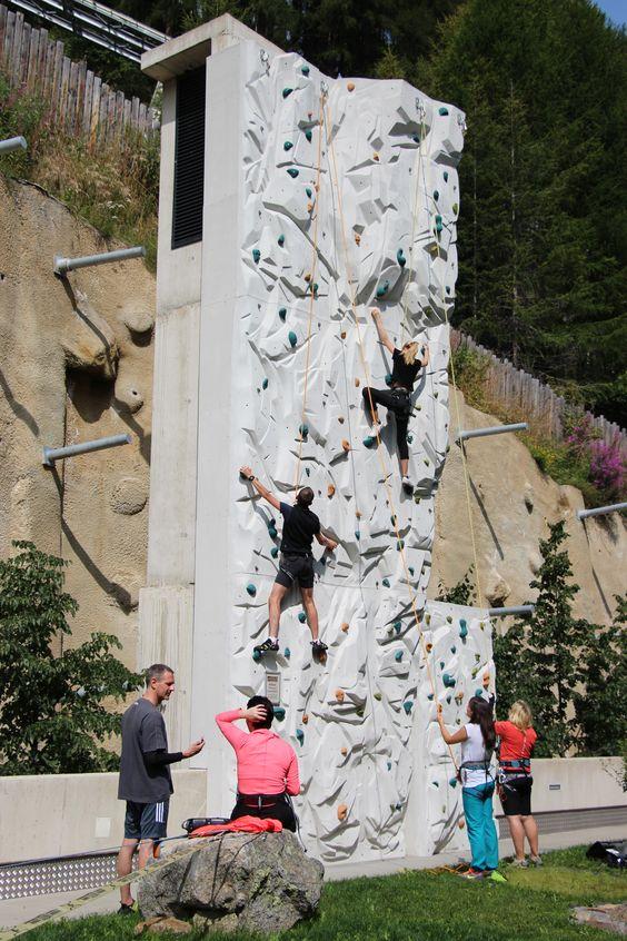 Klettern an der hauseigenen Kletterwand