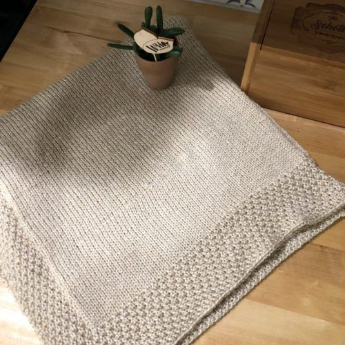 A simple knitting pattern for a simple yet sweet baby blanket.    #knitting #knittingpattern  #babyblanket #babyblanketknittingpattern #doubleseedstitch #doubleseedstitchblanket #simplebabyblanket #simplebabyblanketpattern