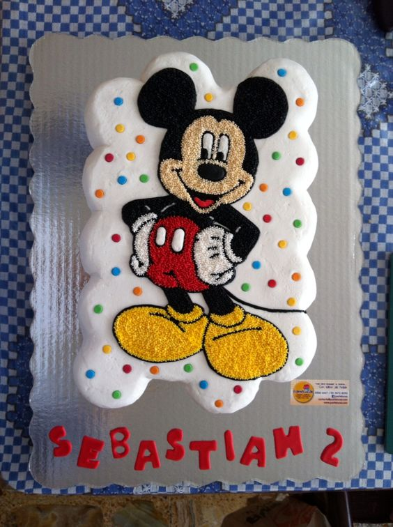 Mickey Mouse cupcakes cake: