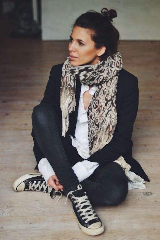 top knot print scarf layered blazer white shirt skinny jeans