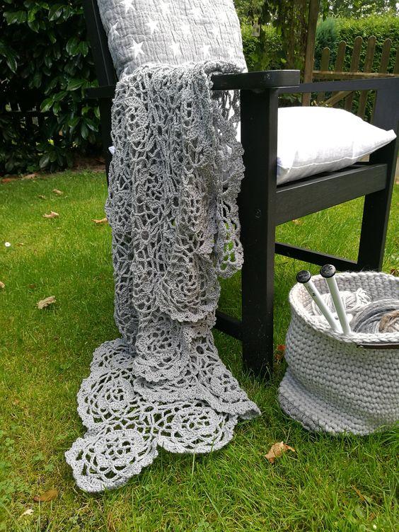 Häkelt Euch doch auch eine kuschelige Granny Decke. Auf meinem Blog erkläre ich, wie es geht… Herzlich Willkommen http://tiina1000.blogspot.de/2016/09/granny-decke.html