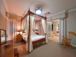 Bedrooms ideas designed with four-poster bed - page 1