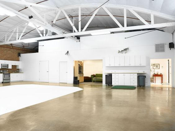 This bright, beautiful, and fully digital photo studio is located on the Westside in Culver City.