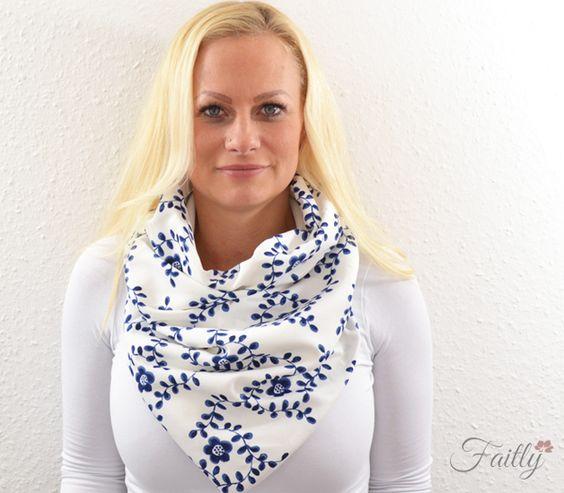 Schalkragen ♥ Blüten blau weiß von Faitly auf DaWanda.com