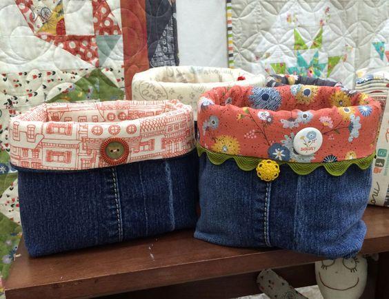 Cose canastas para organizar objetos usando jeans viejos #moda #reparacion…