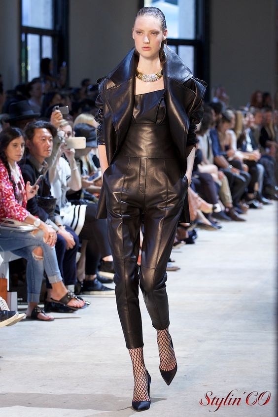 Découvrez cette collection couture chic, moderne et ultra sexy en images. PhotosOlesya Okuneva