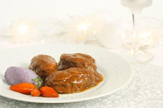 Carne suave y sabor profundo. Estas carrilleras al vino tinto cocinadas a fuego lento en Crock Pot son un pecado capital que hará un buen papel en tu mesa de Navidad.