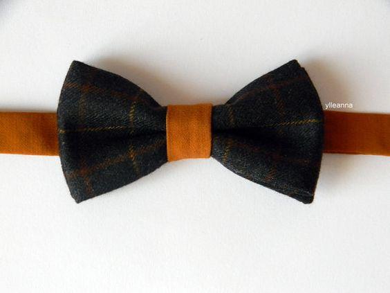Noeud papillon homme - Fait en Italie - Papillon tweed - Gris anthracite, orange brûlé Noeud papillon en laine tweed ècossais et laine fraiche produites en Biella- Italie. Fabrication artisanale en edition limitée. La boutonniere assorti dans la photo est ici: https://www.etsy.com/listing/221165111/flower-lapel-pin-mens-boutonniere-men CODE: BWT008 MATERIELS: laine tweed écossais et laine fraiche. COULEUR: Gris anthracite, orange brûlé TAILLE: noeud: cm 6 x 11 - lacet min cm 39 max cm 52…