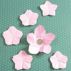 飾りとして使ってもGOOD!コインが入る折り紙で作る春の桜のたとう包みの折り方(おりがみ) | ぬくもり